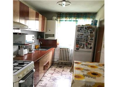 Apartament 3 camere decomandat etaj 3 zona BIG ( Carrefour )