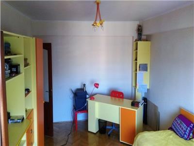 Apartament 3 camere decomandat zona Izlazului
