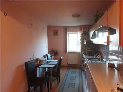 Apartament 2 camere decomandat etaj intermediar zona Minerva