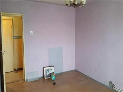 Apartament 2 camere decomandat etaj intermediar zona Parang