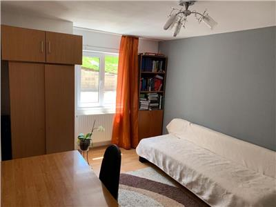 Apartament cu 3 camere si loc de parcare 67 mp in Zona Eroilor