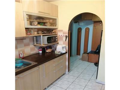 Apartament 3 camere confort 1 etaj intermediar zona Primaverii