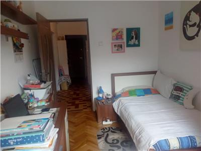 Apartament 2 camere decomandat etaj intermediar zona Sirena