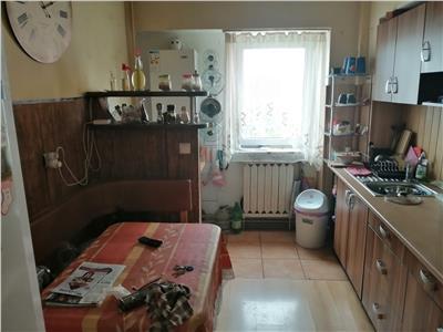 Apartament cu 3 camere decomandat la 4 minute de mers pe jos de Iulius Mall