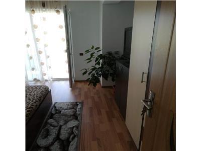 Apartament 3 camere cu debara si parcare