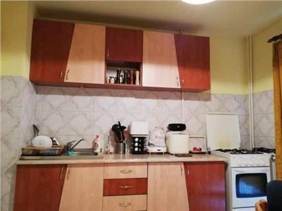 Apartament 2 camere decomandat etaj intermediar zona Piata Ion Mester