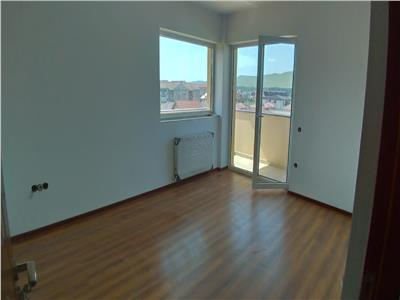 Apartament cu 3 camere decomandat finisat