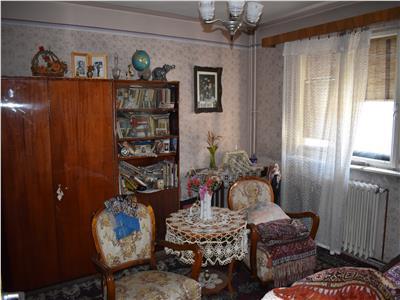 Apartament cu 2 camere in Grigorescu, decomandat, etaj int.!