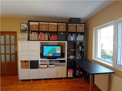 Super oferta, apartament 2 camere mobilat, utilat + garaj generos, cu apa curenta !