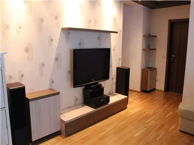 Apartament 3 camere, etaj intermediar, finisat, mobilat + parcare !