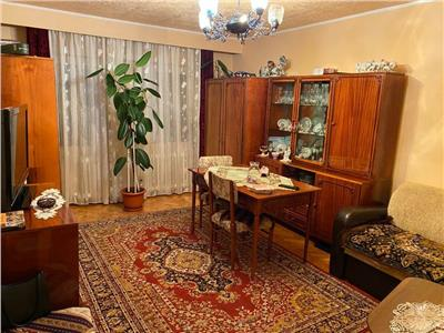 Apartament 3 camere decomandat cu garaj in Zorilor zona Observator