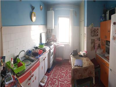 Apartament 3 camere decomandate zona Casa Vikingilor