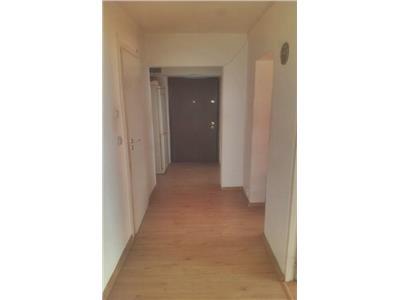 Apartament 3 camere decomandat zona BIG Carrefour
