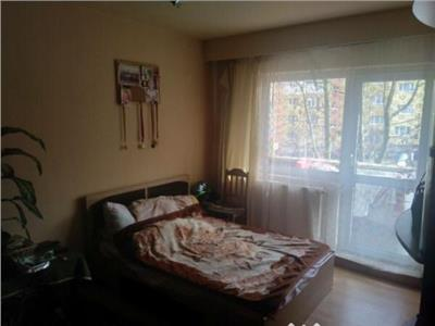 Apartament 3 camere decomandat etaj 1 zona McDonald's