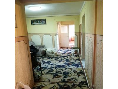 Apartament 3 camere decomandat etaj intermediar zona Parang Manastur
