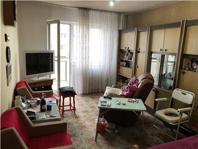 Apartament 3 camere decomandat etaj intermediar