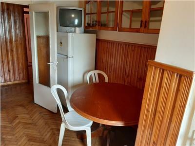 Apartament 3 camere decomandat cu garaj zona Piata Zorilor