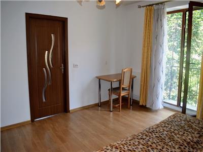 Apartament cu 2 camere in centru, zona Facultatii de Litere!