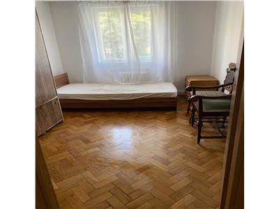 Apartament cu 4 camere, etaj 1 cu garaj in Manastur, zona P-ta Flora- Iuliu Hatieganu !