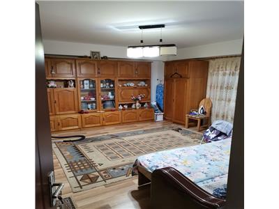 Apartament cu 2 camere  decomandat etaj intermediar zona Titulescu