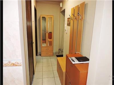 Apartament cu 3 camere semidecomandat