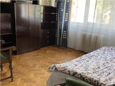 Apartament 4 camere confort sporit etaj intermediar cu garaj