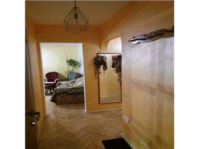 Apartament 3 camere decomandat zona Liceul Onisifor Ghibu