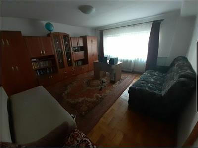 Apartament cu 3 camere decomandat zona strazii Paris