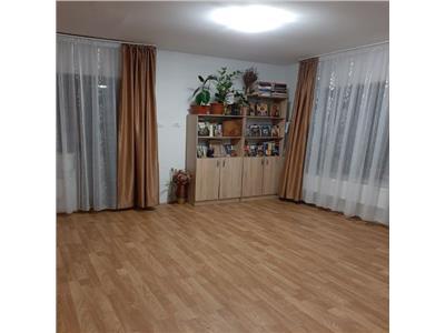 Apartament 3 camere, 3 balcoane finisat si mobilat modern zona Primariei Floresti