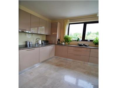 Apartament cu 3 camere de lux, 90 mp utili, etaj 1 in cartierul Europa !