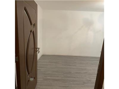 Apartament 2 camere decomandat  etaj intermediar strada Primaverii