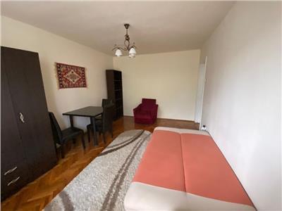 Apartament 3 camere decomandat etaj 3 zona Hateg Grigorescu