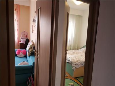 Apartament cu 3 camere la etajul 2 din 4 in cartierul Intre Lacuri !