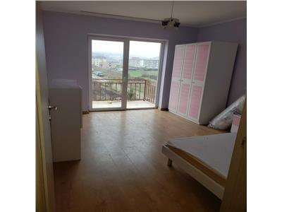 Apartament 2 camere decomandat, confort marit, etaj intermediar in Floresti