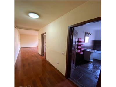 Apartament 2 camere, zona centrala, in Floresti!