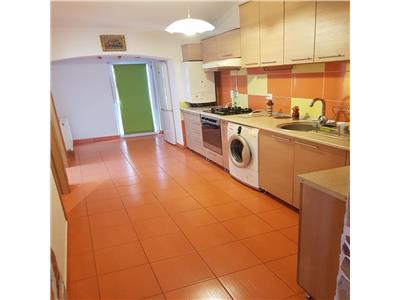 Apartament 3 camere mobilat si utilat, loc de parcare inclus, zona centrala  Floresti!