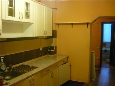 Apartament 3 camere cu loc de parcare in Floresti!