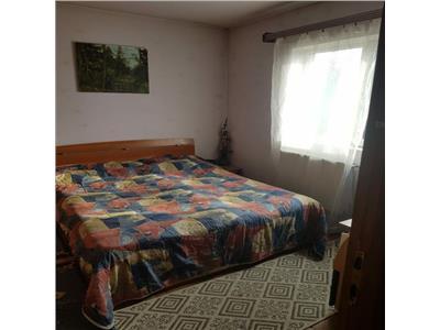 Apartament cu 3 camere, 2 bai la etaj intermediar in Gruia !