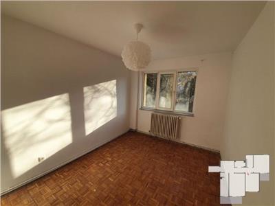 Apartament cu 3 camere, 2 bai, 2 balcoane, etaj 1 in Manastur, zona Minerva !