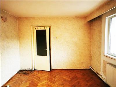 Apartament 3 camere decomandat etaj 2 zona Casa Radio Grigorescu