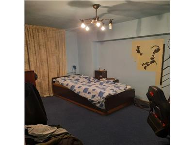 Apartament cu 3 camere in Zorilor, etaj 3 in Zona P-ta Zorilor !