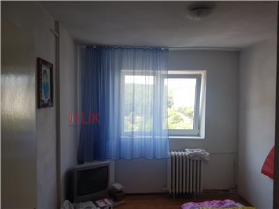 Apartament 3 camere decomandat ideal pentru investitie