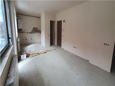 Apartament cu 3 camere, 2 bai, 2 balcoane, etaj 1 in Floresti, zona Sub Cetate!