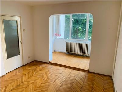 COMISION 0 ! Apartament cu 3 camere , 2 bai,1/4 zona Cora !
