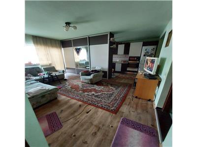 Apartament 3 camere, zona Sub Cetate, etaj 1 Floresti!