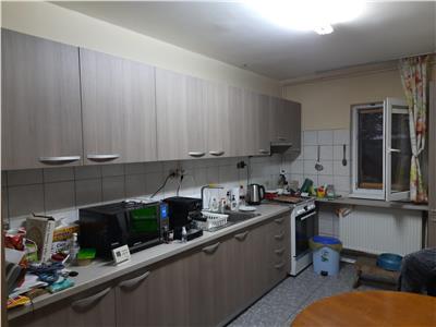 Apartament  3 camere, decomandat, 2 bai in Grigorescu