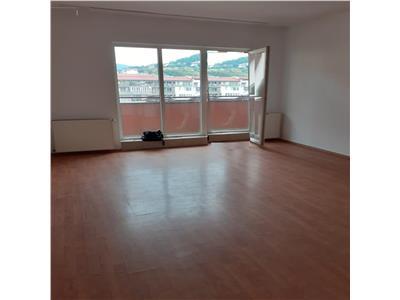 Apartament 2 camere, etaj intermediar, zona centrala Floresti!