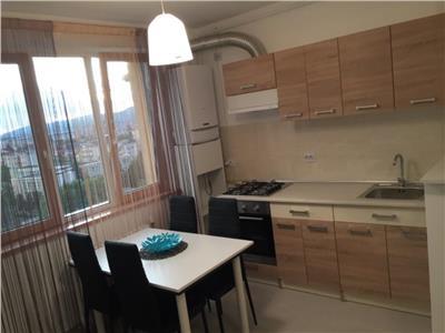 Apartament decomandat cu 2 camere mobilat si utilat zona Iulius Mall